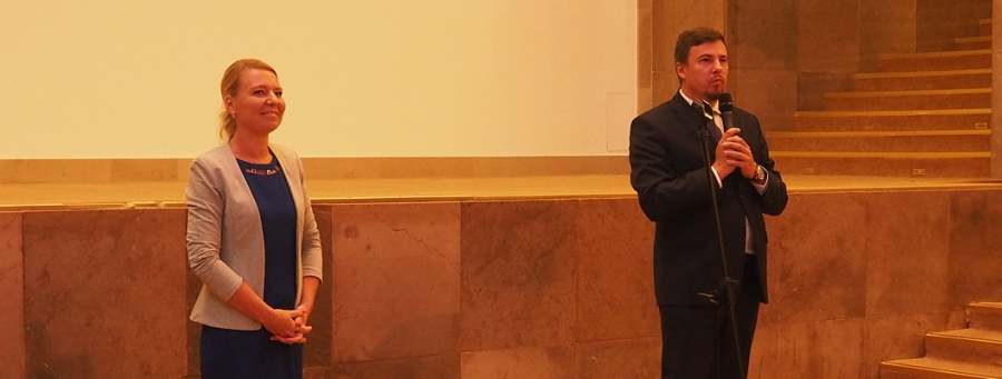 P.o. GINB Dorota Cabańska i wiceminister rozwoju Robert Nowicki podczas spotkania z pracownikami GUNB